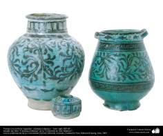 Art islamique - la poterie et la céramique islamique - Pot  avec des motifs de fleurs et de plantes  - Iran -Le XIIIe siècle