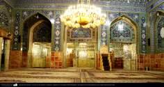 Vista de la sala, azulejos y lámparas colgantes en la mezquita shahid Mutahhari, del Santuario de Fátima Masuma en la ciudad santa de Qom. (arquitectura Islámica) - 5