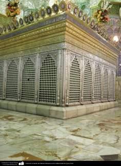 اسلامی معماری - شہر قم میں حضرت معصومہ (س) کی ضریح مبارک مختلف فنون سے سجاوٹ
