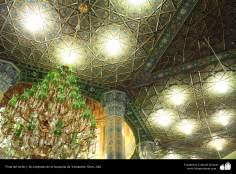 Vista del techo y las lámparas de la mezquita de Yamkarán, ciudad de Qom (3)