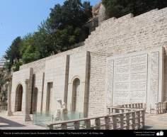 المعمارية الإسلامية - المنظر من بوابة القرآن و تمثال خيام كرمانی - شيراز - إيران