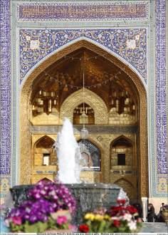 Detalhes da arquitetura e decoração de  uma das entradas do Santuário do Imam Rida (AS), Mashad, Irã