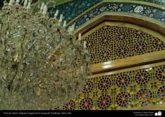 Vista de vitral y lámpara colgante de la mezquita Yamkaran, Qom - 126