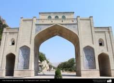 معماری اسلامی - کاشی کاری و خوشنویسی - نمایی از دروازه قرآن - شیراز - 24