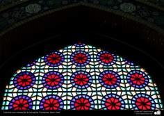 اسلامی فن تعمیر - جمکران مسجد میں رنگی شیشہ سے کھڑکی کی سجاوٹ - شہر قم ، ایران - ۱۲