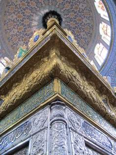 An inside view of the Holy Shrine of Lady Zaynab in Damascus - Siria