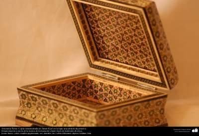 Artesanía Persa- Cajita ornamentada en Jatam Kari - 85