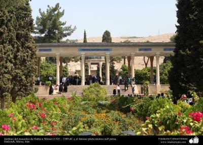 Jardines del mausoleo de Hafez-e Shirazí (1325 – 1389 dC.), el famoso poeta místico sufí persa - 29