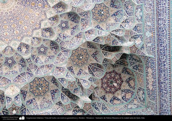 Arquitectura Islámica- Vista del techo con motivos geométricos y florales - Mosaicos - Santuario de Fátima Masuma
