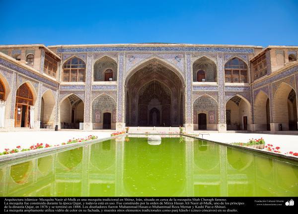 Arquitectura islámica- Una vista desde el patio de la mezquita Nasir al-Mulk en Shiraz, Irán. Se terminó en 1888 (11)
