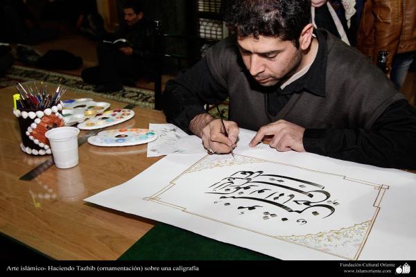 Arte islámico- Haciendo Tazhib (ornamentación) sobre una caligrafía - 2