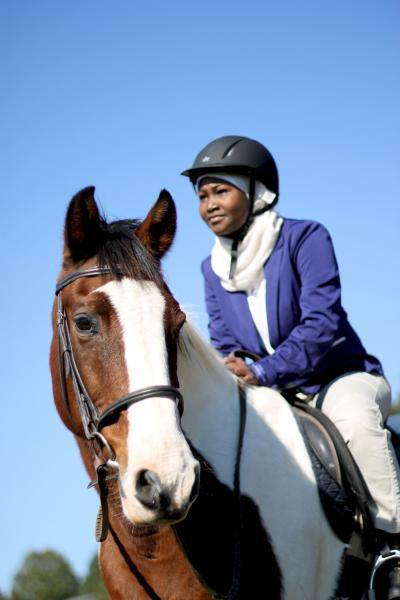 Atleta de equitación  musulmanade una nación africana