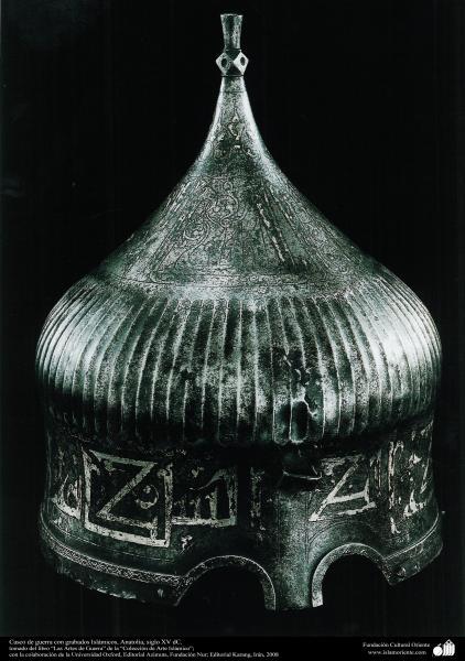 Casco de guerra con grabados Islámicos, Anatolia, siglo XV dC.
