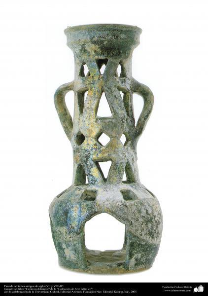 Faro de cerámica antigua de siglos VII y VIII dC.