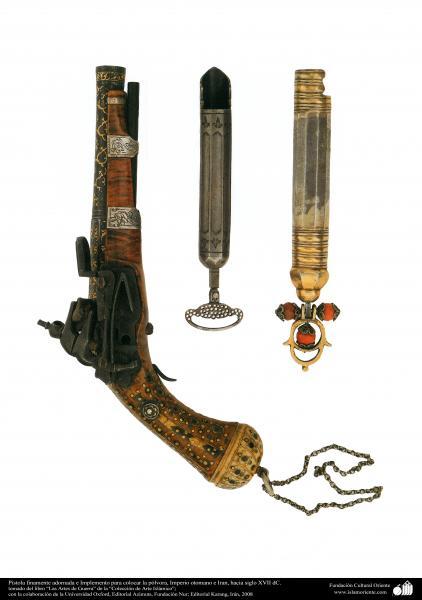 Pistola finamente adornada e Implemento para colocar la pólvora, Imperio otomano e Iran, hacia siglo XVII dC.