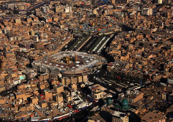 Santuario del Imam Hussain (P) y Abalfadl Al-Abbas(P) en Karbala y los pregrinos