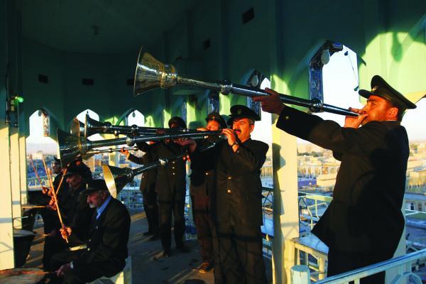 Vista interior de la naqqar-jâné, Retumban los timbales y trompetas persas, Santuario del Imam Rida en Mashhad