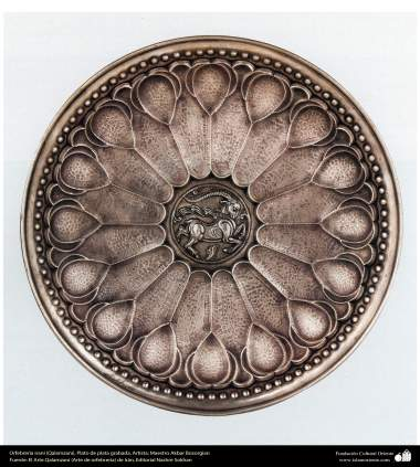 Orfebrería iraní (Qalamzani), Plato de plata grabada, Artista: Maestro Akbar Bozorgian - 145
