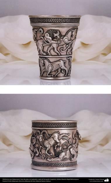 Ourivesaria iraniana (Qalamzani), Vaso de prata com gravura copia de Persepolis (superior), Vaso de prata com gravura (inferior), Artista: Mestre Majid Bahramipour - 190