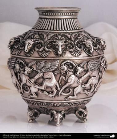 Orfebrería iraní (Qalamzani), Vasija de plata con grabados cincelados. Artista: Maestro Majid Bahramipour -197