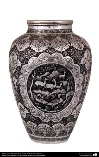 Orfebrería iraní (Qalamzani), Vasija de plata. Artista: Maestro N. Mohazed  -218