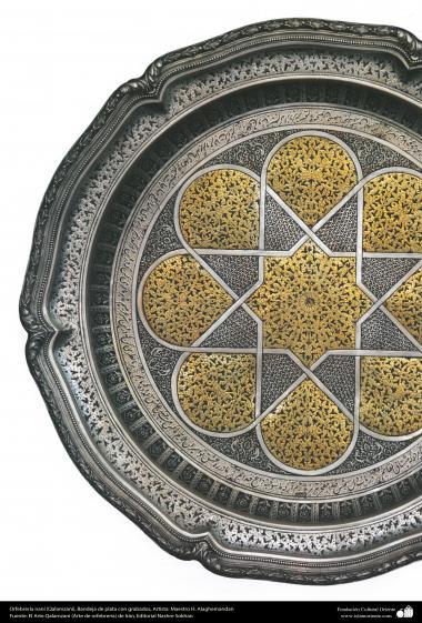 Ourivesaria iraniana (Qalamzani), Bandeja de prata com gravuras -38