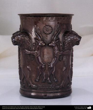 Orfebrería iraní (Qalamzani), Vaso de plata repujada -50