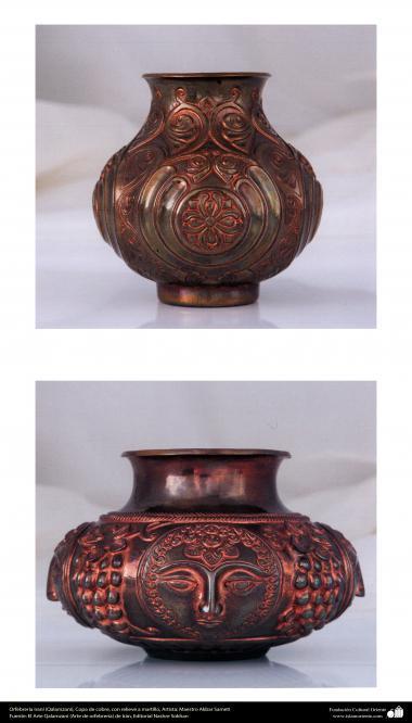 Ourivesaria iraniana (Qalamzani), Copo de cobre, com relevo a martelo - 52