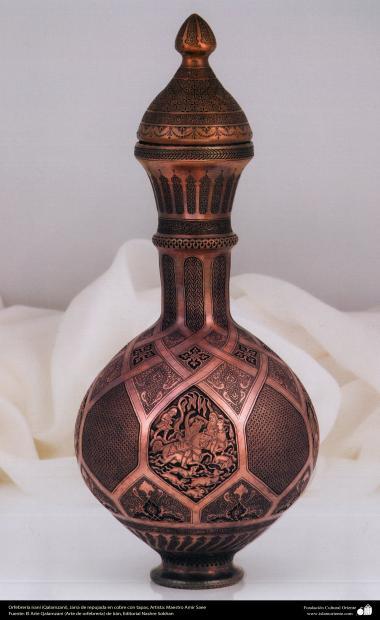 Orfebrería iraní (Qalamzani), Jarra de repujada en cobre con tapas, Artista: Maestro Amir Saee -90