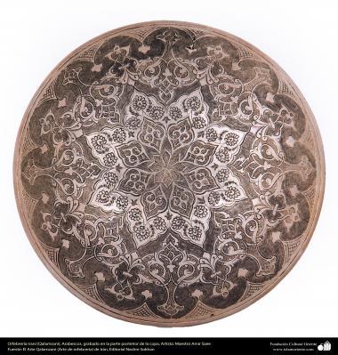 Art iranien - estampage(Ghalam zani) - gravure sur le font de la coupelle -94