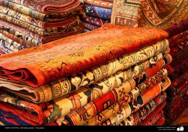 Mostruário de tapetes persa, coloridos e com varias estampas e diversos temas