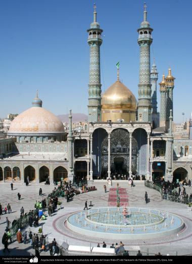 イスラム建築(コム市におけるファテメ・マスメ聖廟のイマムレザSahnのドームと尖塔の眺め) - 9