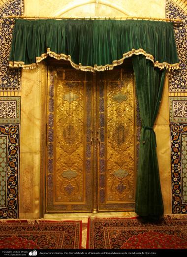 イスラム建築 - コム聖地でのハズラト・マースメの聖廟の入門 - 18