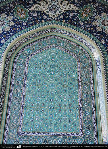 Arquitectura Islámica- Vista de un mosaico con motivos vegetalesy geométricos en una pared del santuario de Fátima Masuma (P) en la ciudad santa de Qom (31)