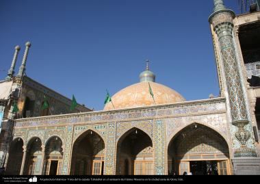 イスラム建築(コム市におけるファテメ・マスメ聖廟でのタバタバイドームの眺め)-33