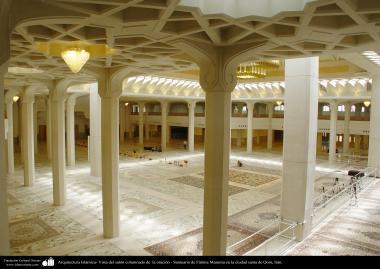Architettura islamica-Una vista del Sehn(Corte) del tenere di preghiera collettiva nel santuario di Fatima Masuma-città santa di Qom-122