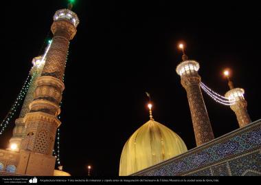 Arquitectura Islámica- Vista nocturna de minaretes y cúpula antes de inauguración del Santuario de Fátima Masuma en la ciudad santa de Qom