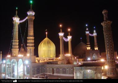 Architecture islamique -  les dômes et les minarets et les murs carrelés  du sanctuaire de Fitima Ma'soumeh, Qom,  Iran-4