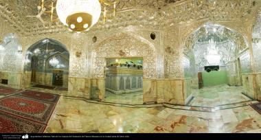 イスラム建築(コム聖地でのハズラト・マースメの聖廟の鏡とシャンデリアホール)-125