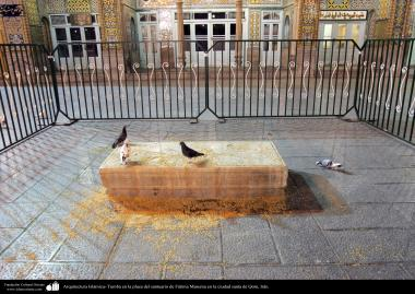 معماری اسلامی - نمایی از مقبره در صحن حرم حضرت معصومه (س) در شهر مقدس قم