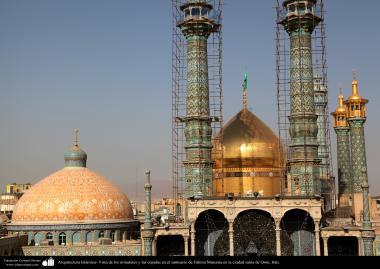 Arquitectura Islámica- Vista de los minaretes y las cúpulas en el santuario de Fátima Masuma en la ciudad santa de Qom