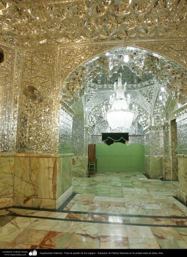 Arquitectura Islámica- Vista de pasillo de los espejos - Santuario de Fátima Masuma en la ciudad santa de Qom (33)