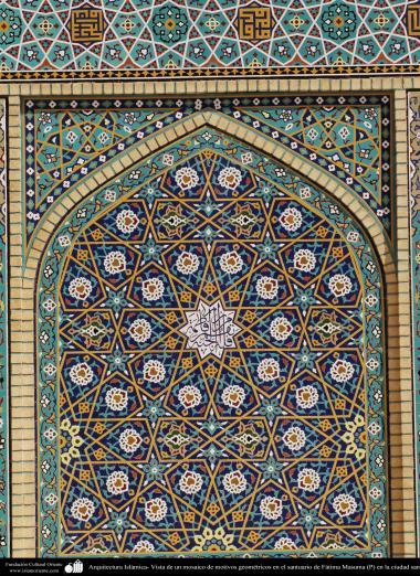 Arquitectura Islámica- Vista de un mosaico de motivos geométricos en el santuario de Fátima Masuma (P) en la ciudad santa de Qom (5)