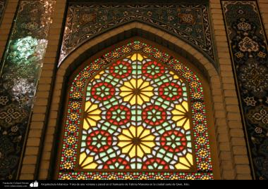 L'architecture islamique. Vue d'une fenêtre et le mur dans le Sanctuaire de Fatima Masuma dans la ville sainte de Qom (3)