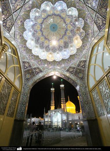 イスラム建築(コム市におけるファテメ・マスメ聖廟のドームの内側の眺め) - 7