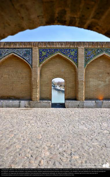 Architettura islamica-Vista parziale di ponte di Khagiù a Isfahan costruito sul fiume di Zaiande Rud da parte Shah Abbas II-26