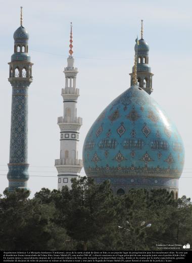 Arquitectura islámica- La Mezquita Jamkaran (Yamkaran), cerca de la santa ciudad de Qom en Irán, es un popular lugar de peregrinación para los musulmanes shias. Se cree que  el duodécimo Imam inmaculado del Islam Shia, Imam Mahdi (P), una noche (984 dC.)