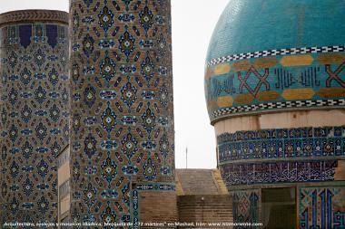 architettura islamica-Una vista di minareto e cupola Rivestita di piastrelle(Kashi-Kari) di moschea Jamè di 72 martiri di Mashhad-Iran-27