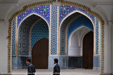 المعمارية الإسلامية - عمل بلاط الاسلامیة، منظر معماریة من باب المدخل لمسجد جامع 72 شهيدا فی مدينة مشهد - إيران - 18