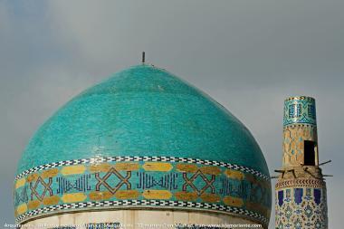 المعمارية الإسلامية - عمل البلاط الإسلامية - منظر لقبة المسجد 72 شهيدا فی المدينة مشهد - إيران - 300